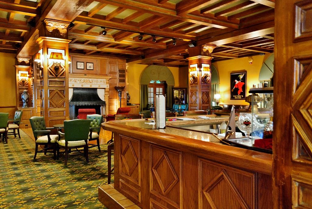 The bar at Hotel Hershey - Photo by Matt Chan